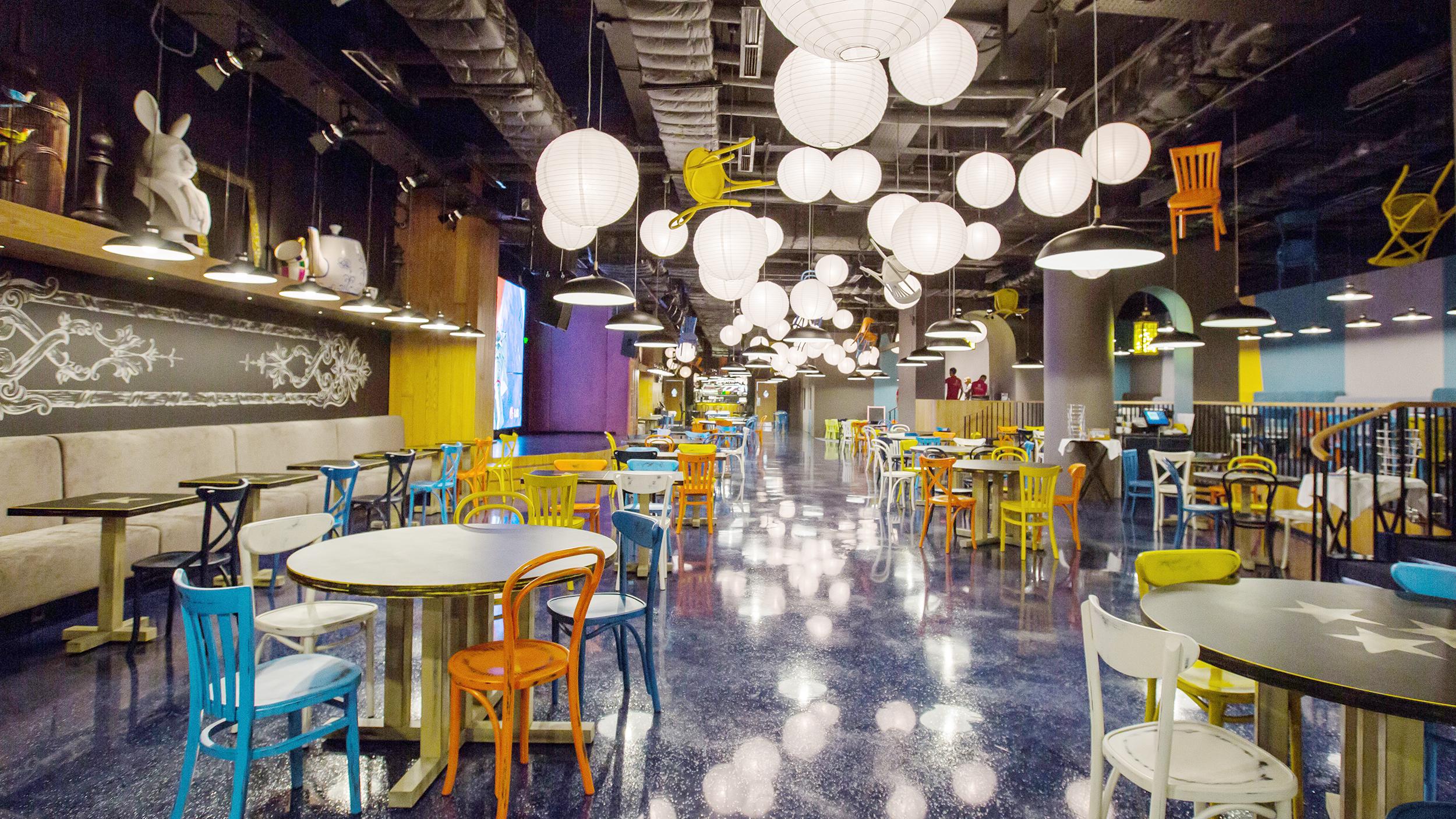 Ресторан У дяди Макса. Москва 66-й км МКАД, пересечение с Волоколамским ш., ТРЦ «Vegas Крокус-сити», 4 этаж